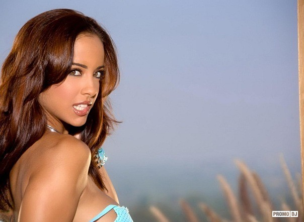 Young latina Mulani Rivera stripping down and posing nude № 582164 загрузить