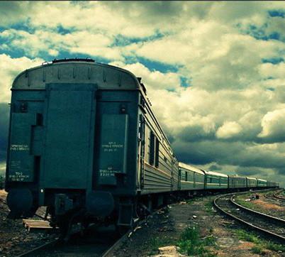 Почему поезд сдаёт назад перед началом движения вперёд