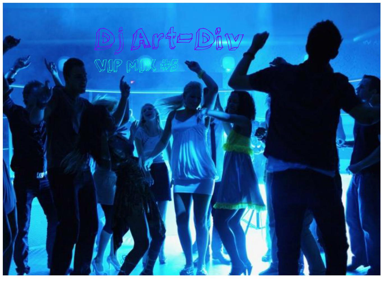 Фото девушка в ночном клубе с чёрными волосами