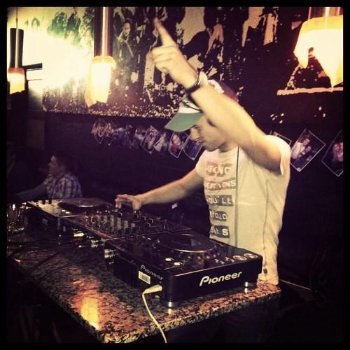 HUZ - LONG BREAKS MOTION (DJ MIX)