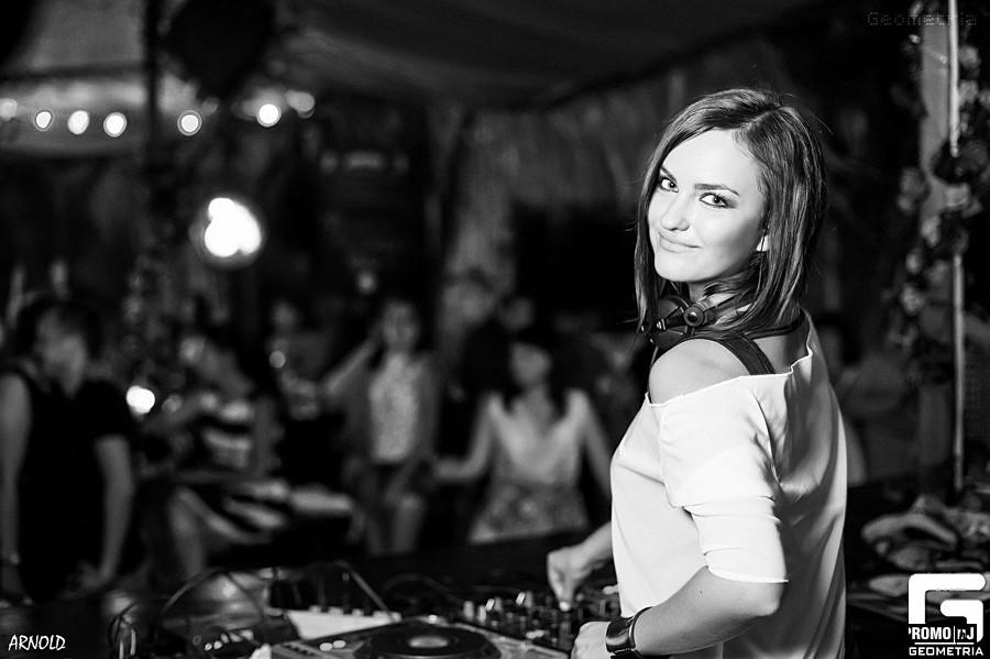 Эмма М - Ракеты (DJ Sasha Dith Official Remix). kbps....