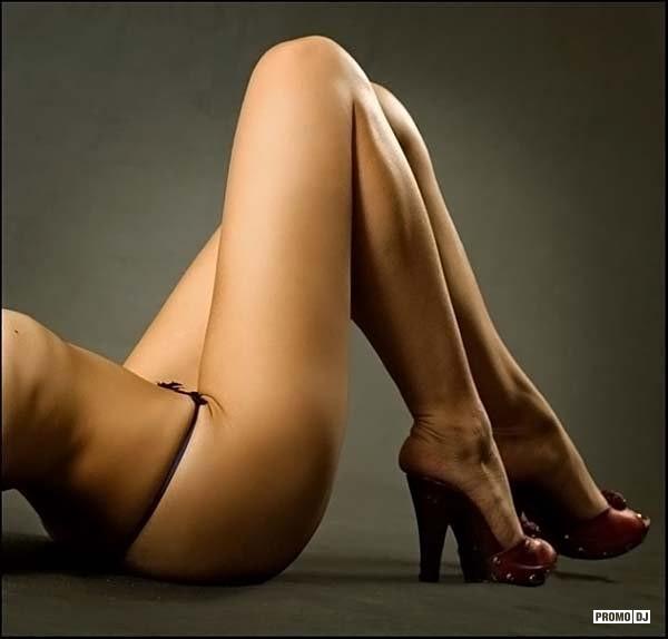красивые ножки голых женщин фото