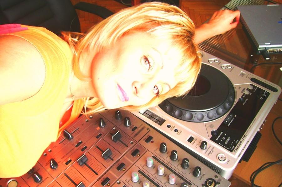 DJ ANNA -DJ SUPER UFO (СПБ)