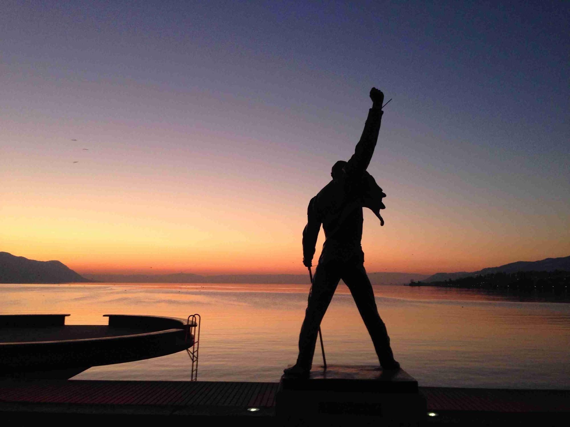 Risultati immagini per freddie mercury statua