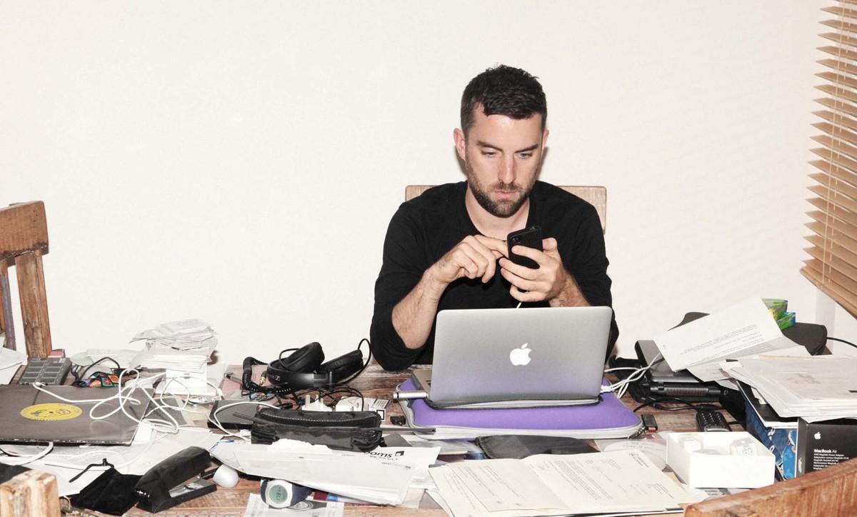 Шемайл в офисе видео